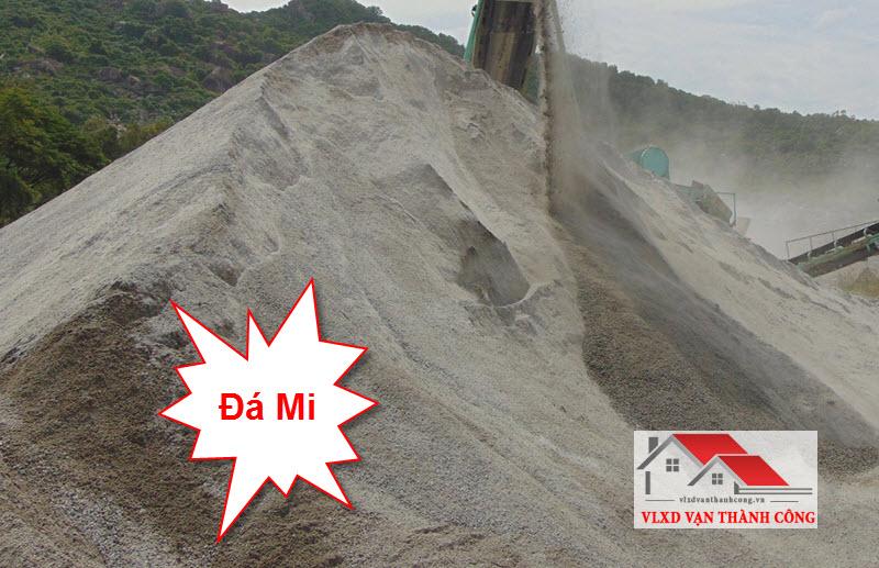 Đá mi là loại đá được tạo ra khi sản xuất các loại đá khác. Đây là loại đá chuyên dùng sản xuất gạch, nhựa nền đường