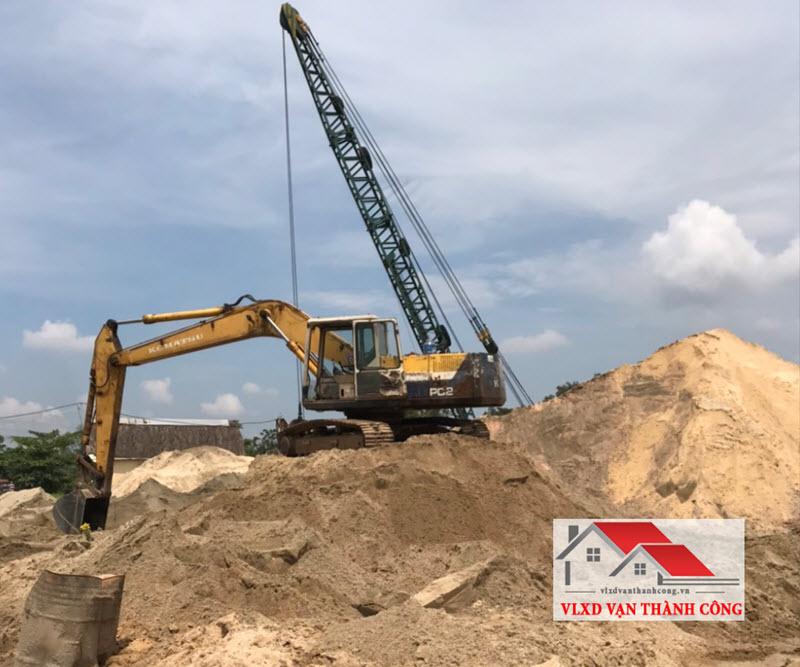 Khai thác cát vàng trong tự nhiên tại sông suối