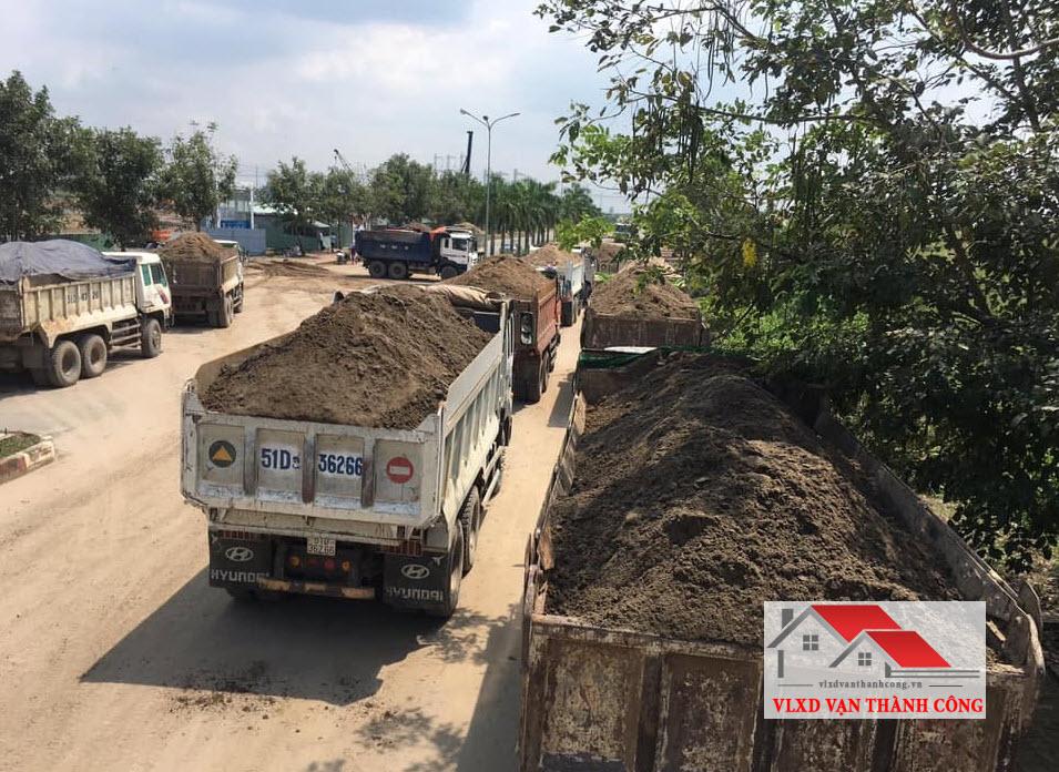 Chở cát đá vật liệu xây dựng đến tận công trình